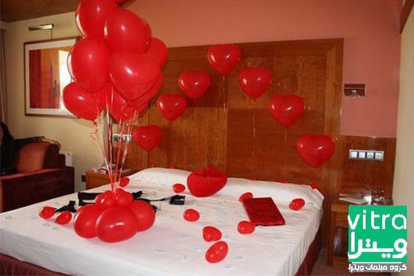 استفاده از بادکنک های قرمز در دکوراسیون اتاق خواب عروس